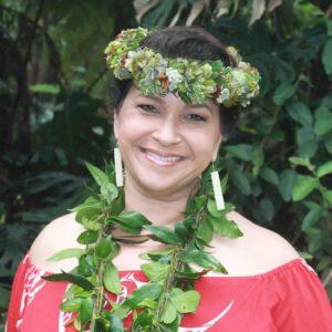 Kumu Hula Leināʻala Pavao Jardin (レイナーラ・パヴァオ・ジャーディン)
